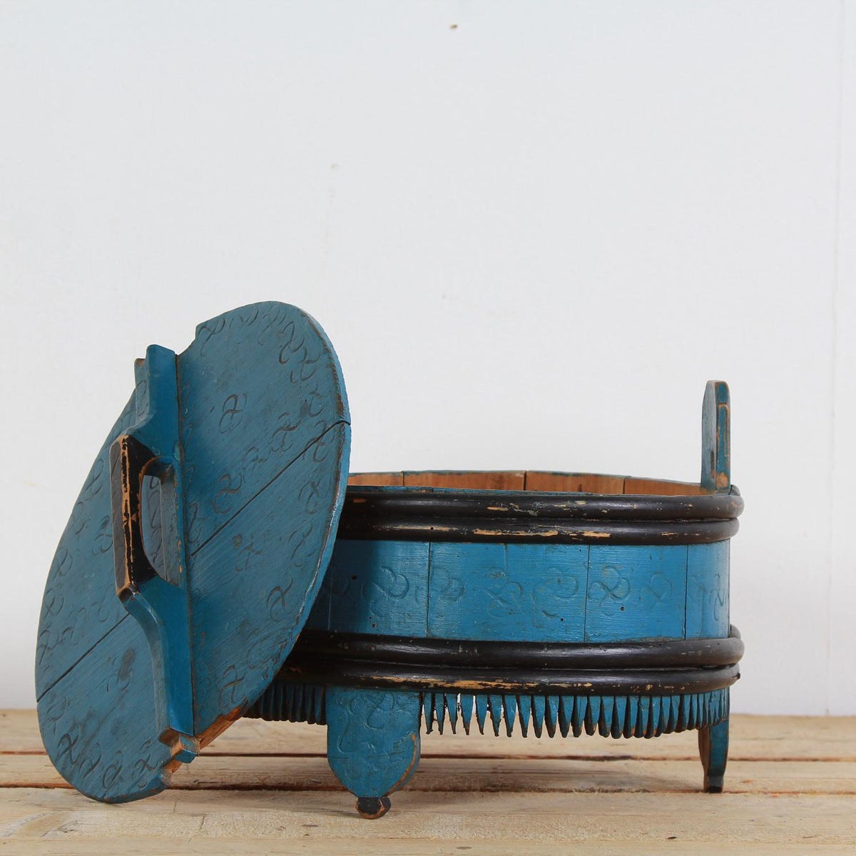 Scandinavian 19thC Folk Art Porridge Pot in Original Blue Paint