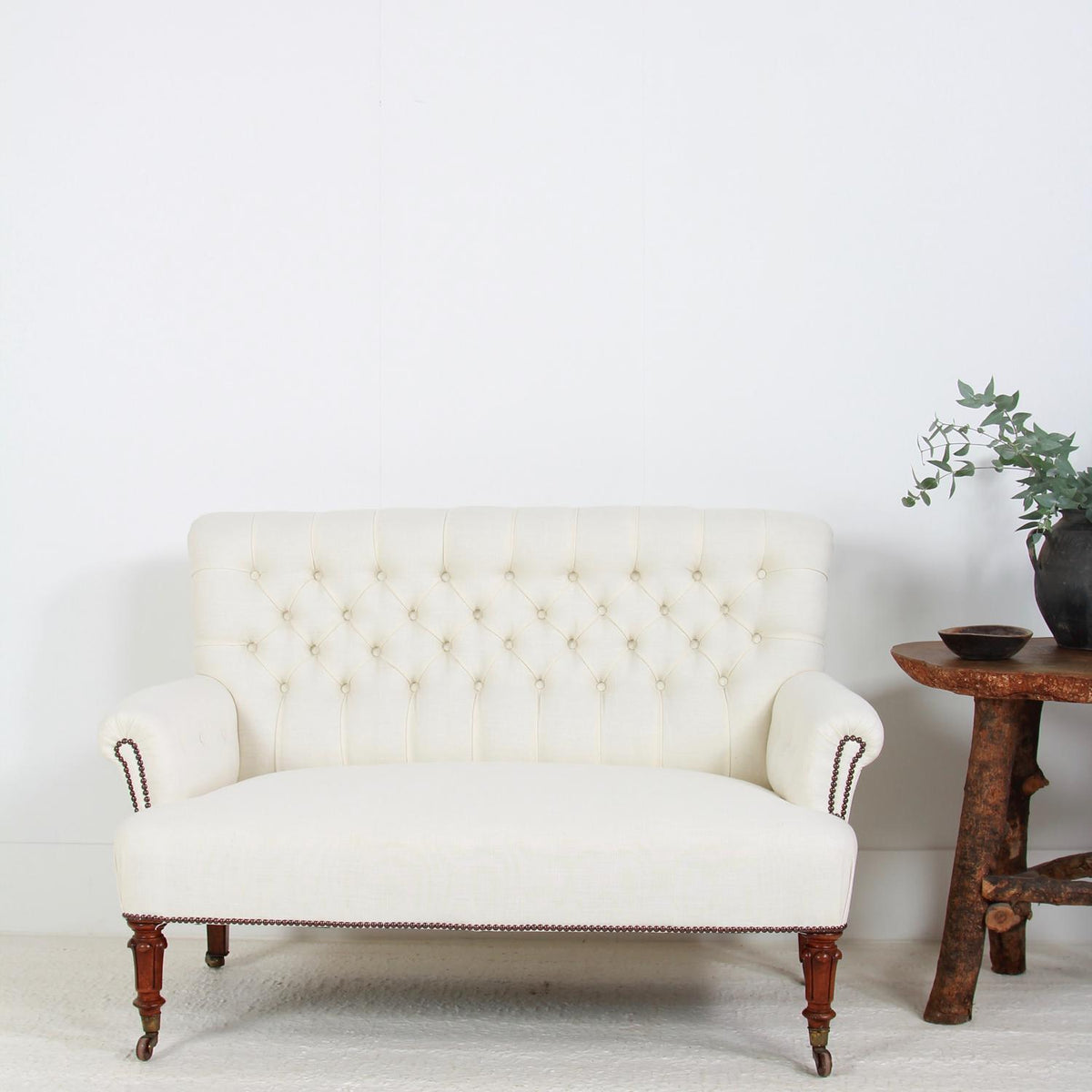 English Mid 19th Century Button Back Sofa in Linen