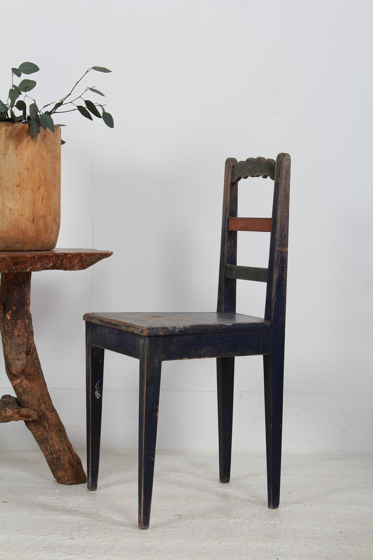 CHARMING SWEDISH COUNTRY CHAIR IN ORIGINAL BLUE PAINT