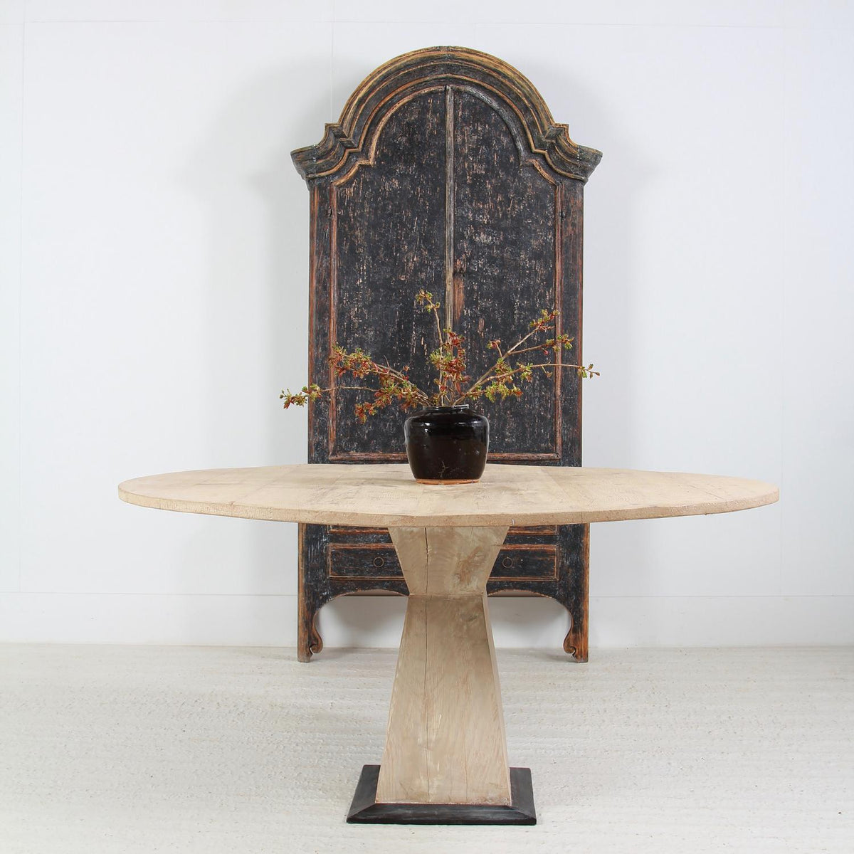 Grand Scale French 19thC  Circular Pine Pedestal Dining Table
