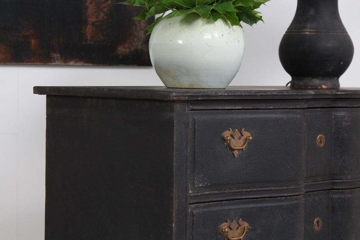 CHARMING DANISH 19THC  PAINTED COMMODE WITH SERPENTINE FRONT