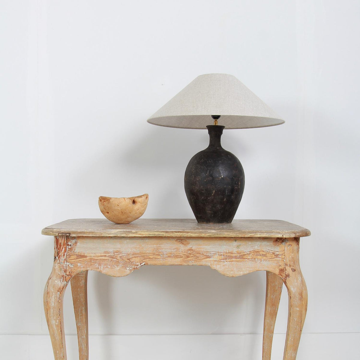 UNIQUE LONG NARROW CHINESE POT CONVERTED INTO A LAMP & SHADE