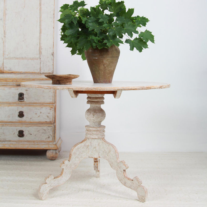 Swedish Painted Tilt-Top Gueridon/Centre Table