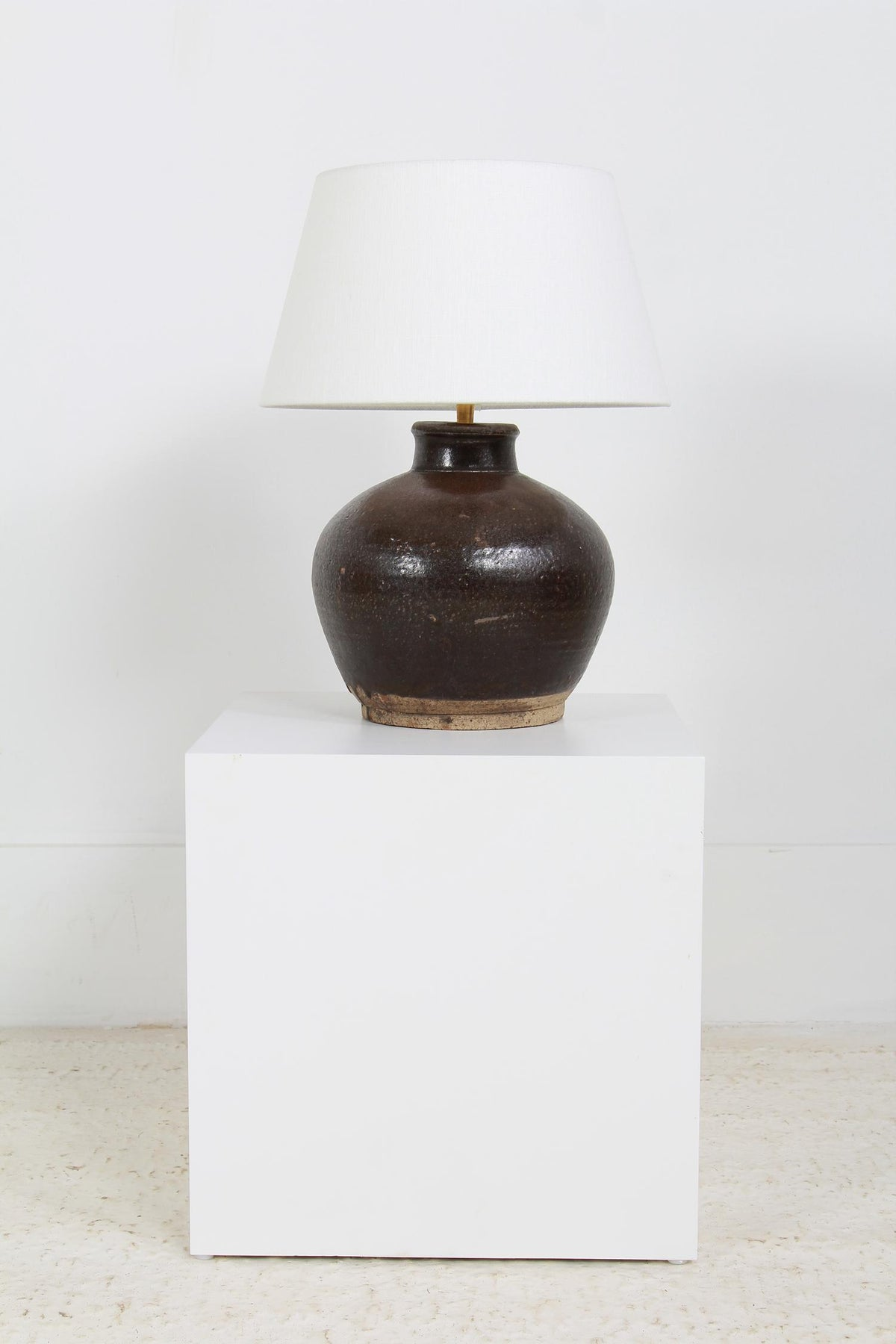 UNIQUE ANTIQUE BROWN GLAZED CERAMIC TABLE LAMP WITH LINEN SHADE