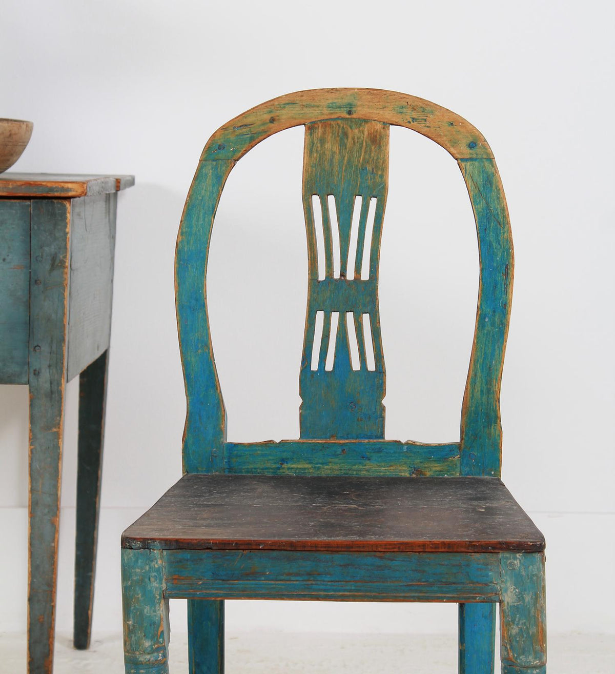 DELIGHTFUL SWEDISH PROVINCIAL SIDE CHAIR IN ORIGINAL BLUE PATINA