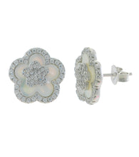 Load image into Gallery viewer, Flower MOP Stud Earring
