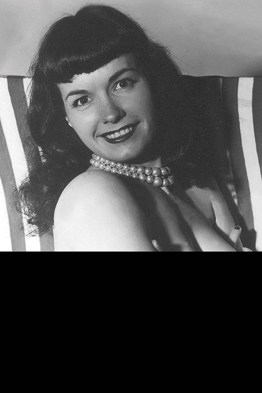 BETTIE PAGE #5 BLACK BAG PHOTO CVR (MR)