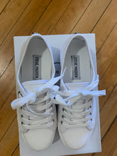 Load image into Gallery viewer, Steve Madden Elore Sneaker - Backwards Boutique