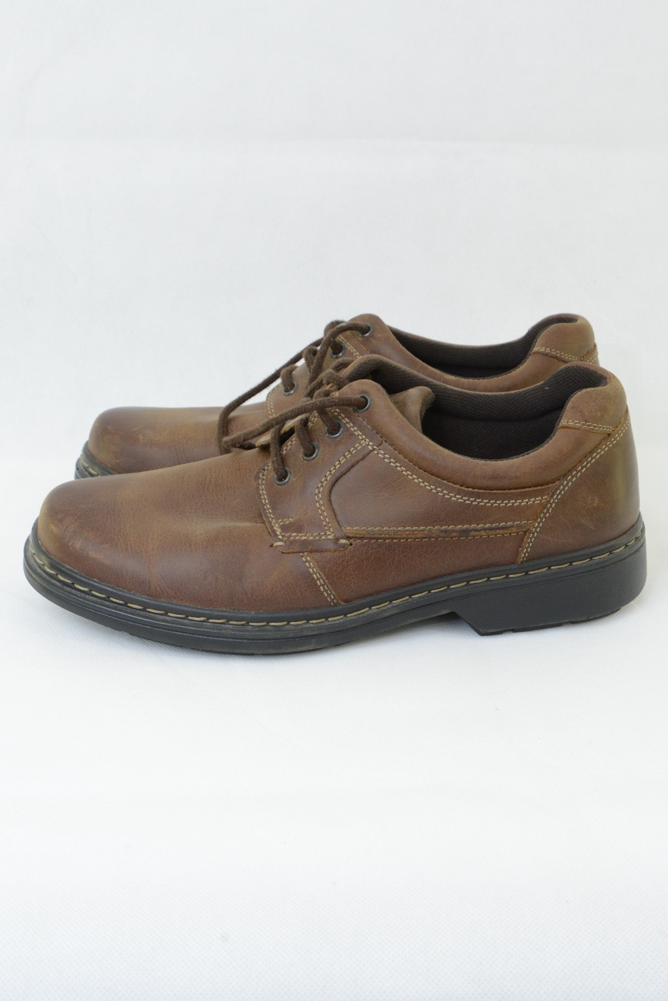 Preloved Airflex men's leather lace-up shoes, brown, side view.