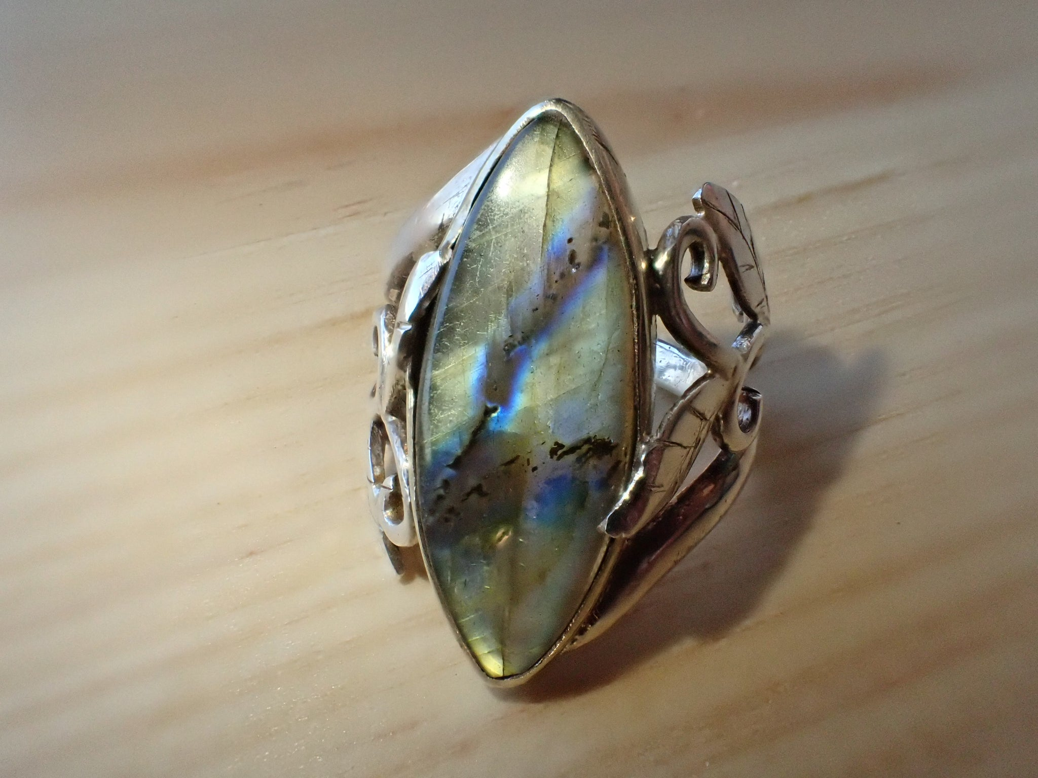 Sulo Jewellery Labradorite Crystal Stone Ring with Silver Leaf Detail, NWT