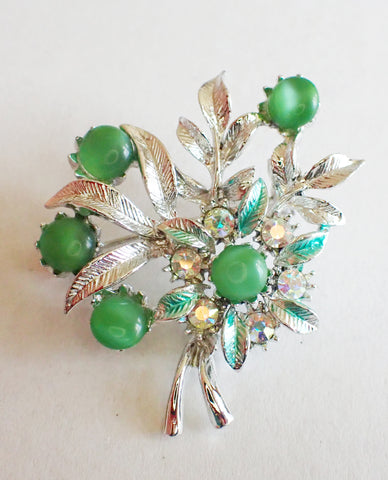Vintage brooch with berries and leaves design
