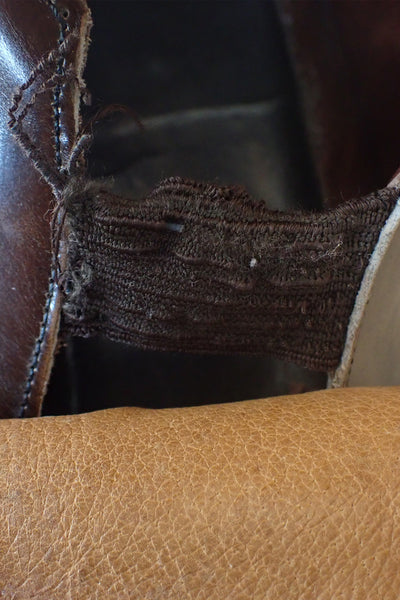 Men's vintage brown leather shoes size 10 - elastic inside left shoe showing signs of wear