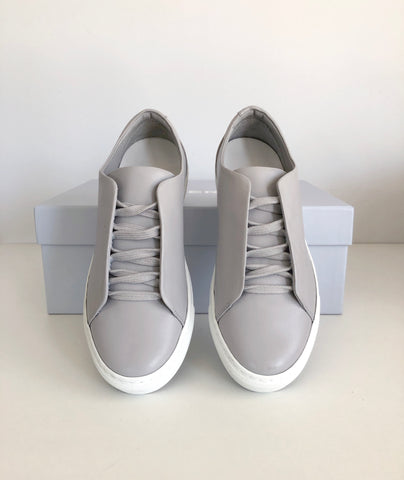 5 starts review of the grey Minimal Low Sneakers by DiVERGE