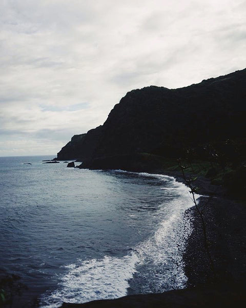 @wornanddrawn inspiration for his custom Diverge sneakers - Maui black sand beaches