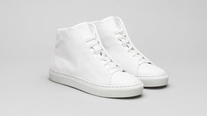 The DiVERGE Minimal High White Canvas sneakers/trainers: front shot