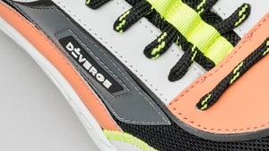 Neon details of the DiVERGE Ziggy V1 Color Mix Black and Salmon
