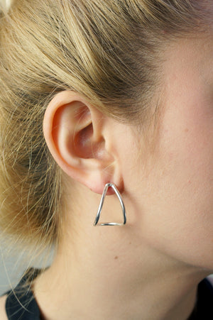 curve post earrings in silver