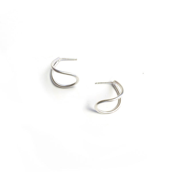 small curve post earrings in silver