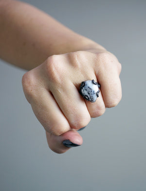 tiny Contra ring / size 5.5