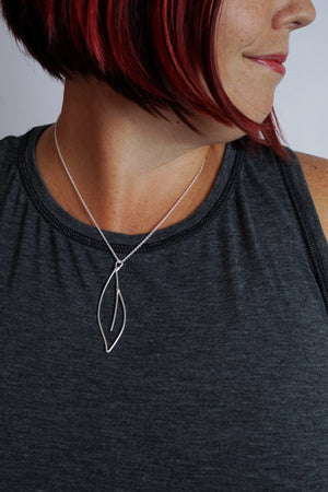Verdoyante Necklace in black steel, silver, or bronze