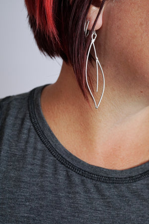 Verdoyante Earrings in black steel, silver, or bronze