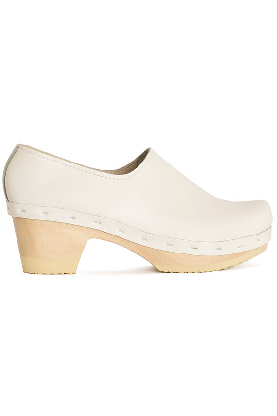 White Ashby Closed Back Clog