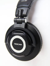 Load image into Gallery viewer, Tascam High Definition Monitor Headphones /w Detachable Cables - HD Source