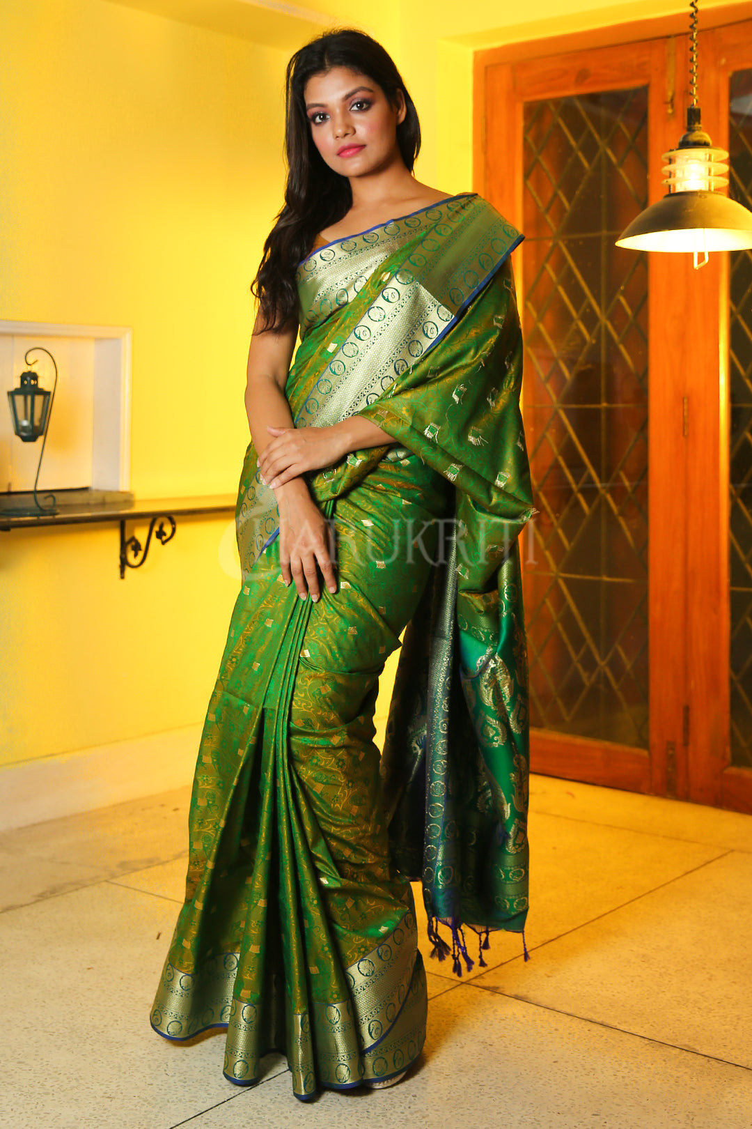 PICKLE GREEN DUAL TONE WOVEN PATOLA SAREE WITH GOLDEN PALLU
