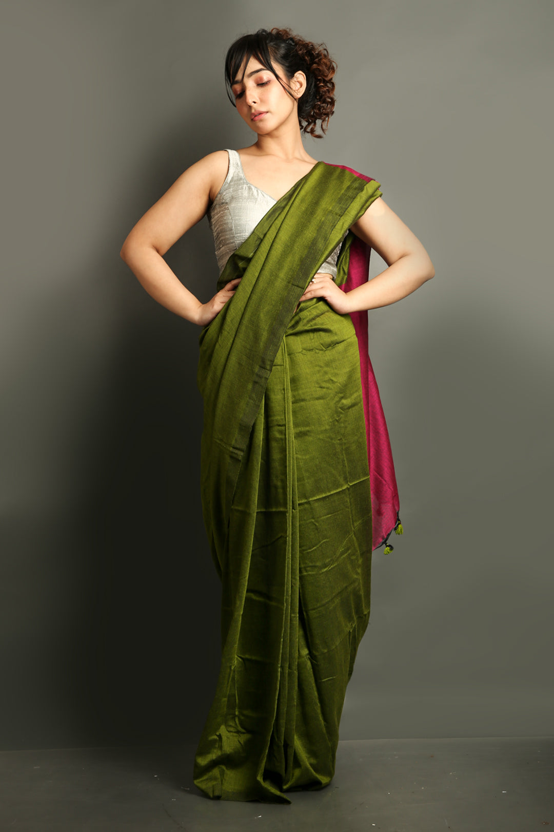 Moss Green Khadi Cotton Saree With Magenta Pallu