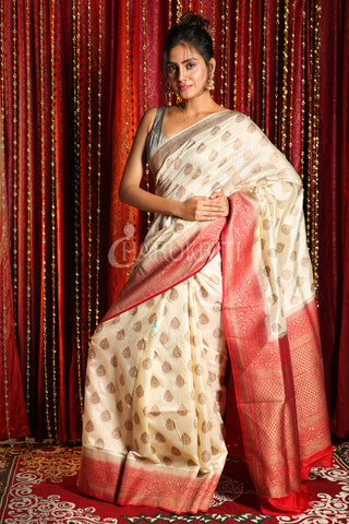 PEARL WHITE COPPER ZARI WEAVED BANARASI SAREE WITH RED BOREDER AND PALLU