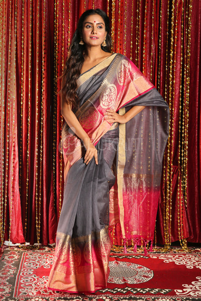 GREY BLENDED SILK SAREE WITH ZARI BORDER AND MAGENTA PALLU