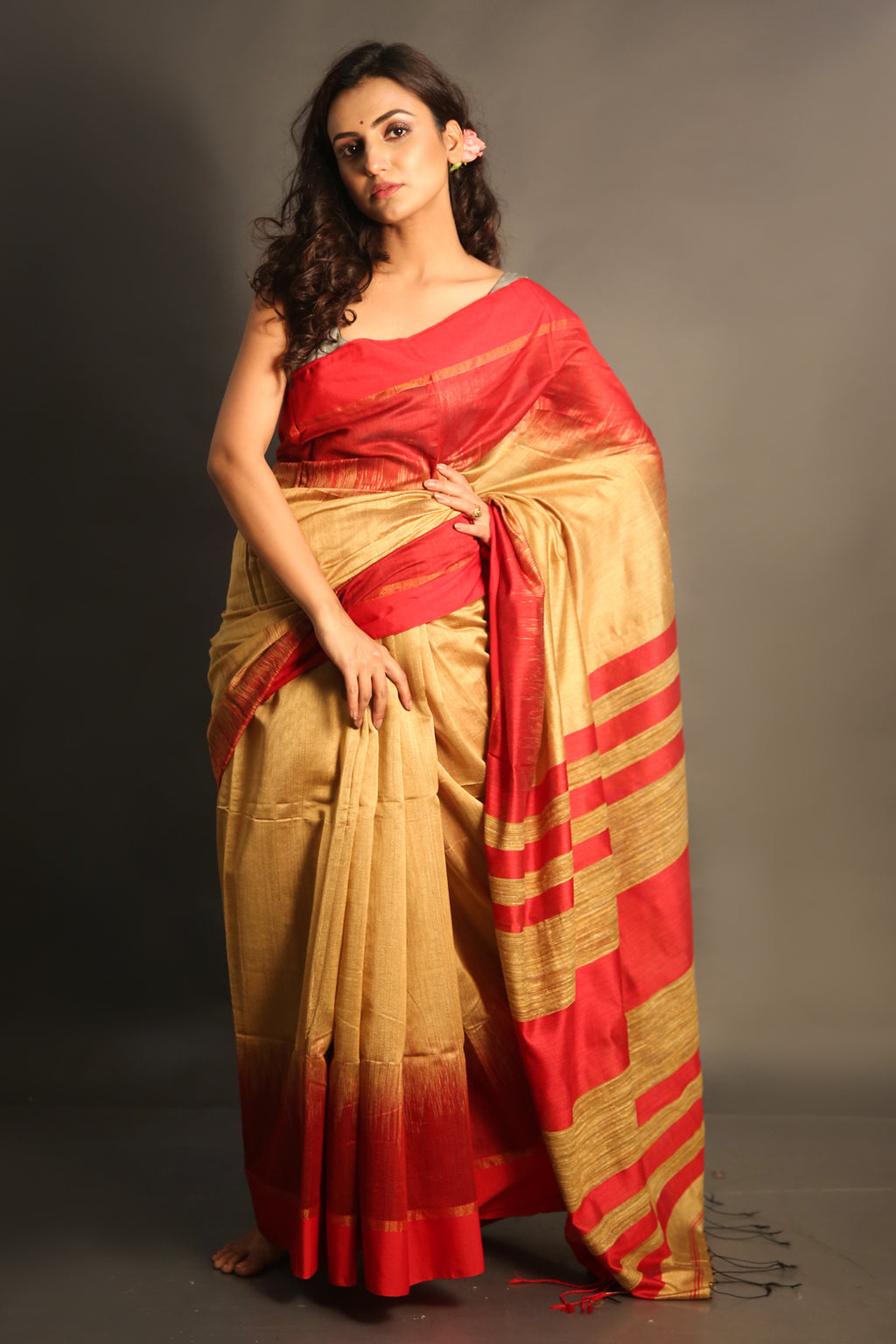 Beige Handloom Saree With Red Border And Pallu - charukriti.co.in