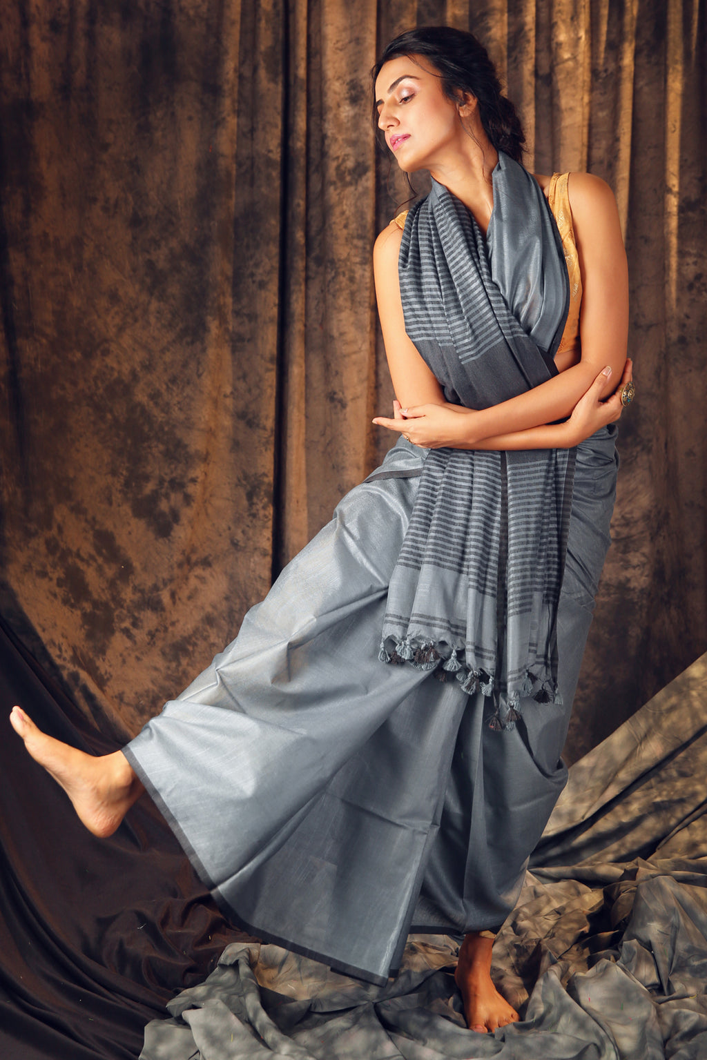 Pewter Grey Cotton Blended Linen Saree With Stripes Pallu - Charukriti.co.in