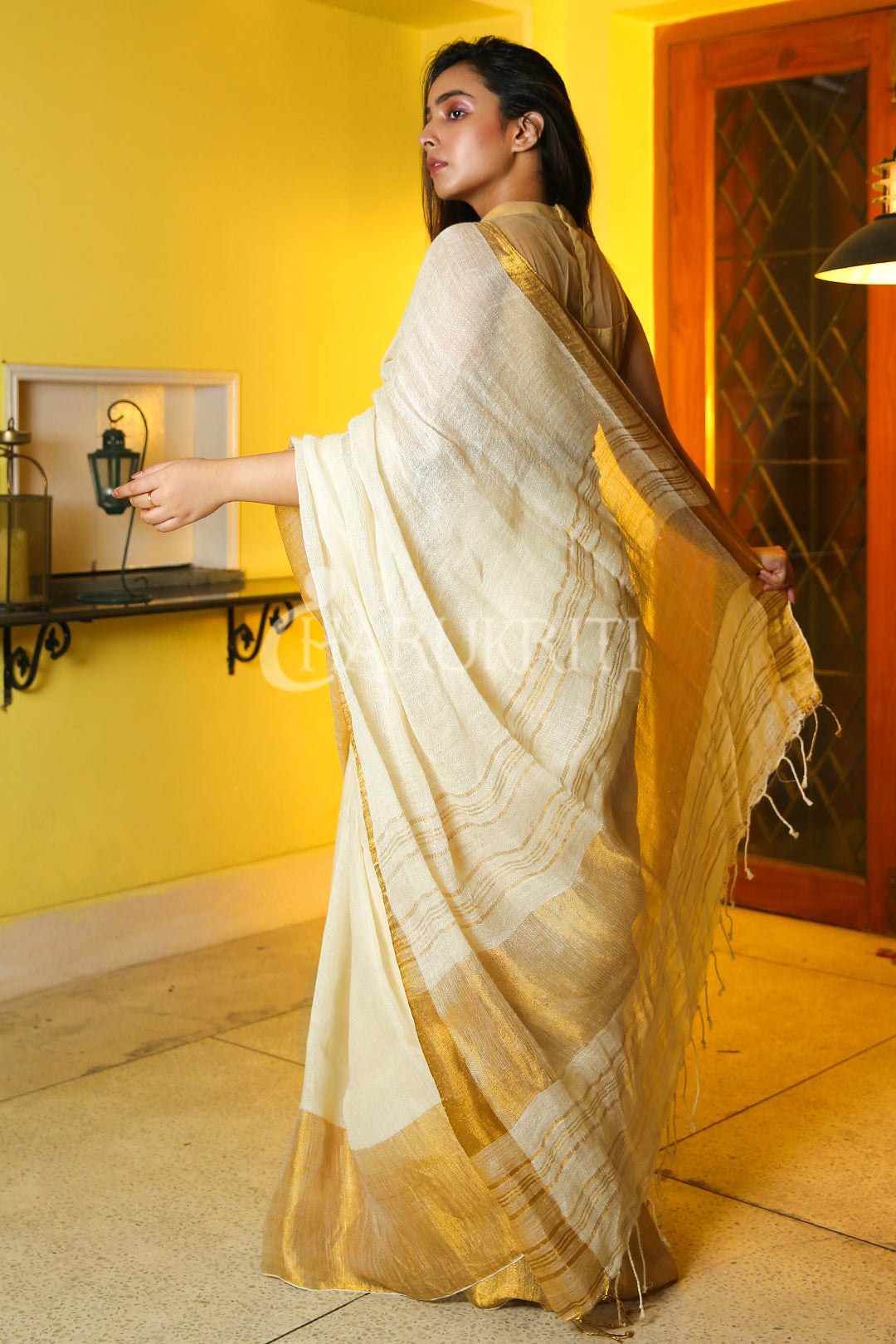 WHITE PURE LINEN WITH SILVER BORDER AND PALLU