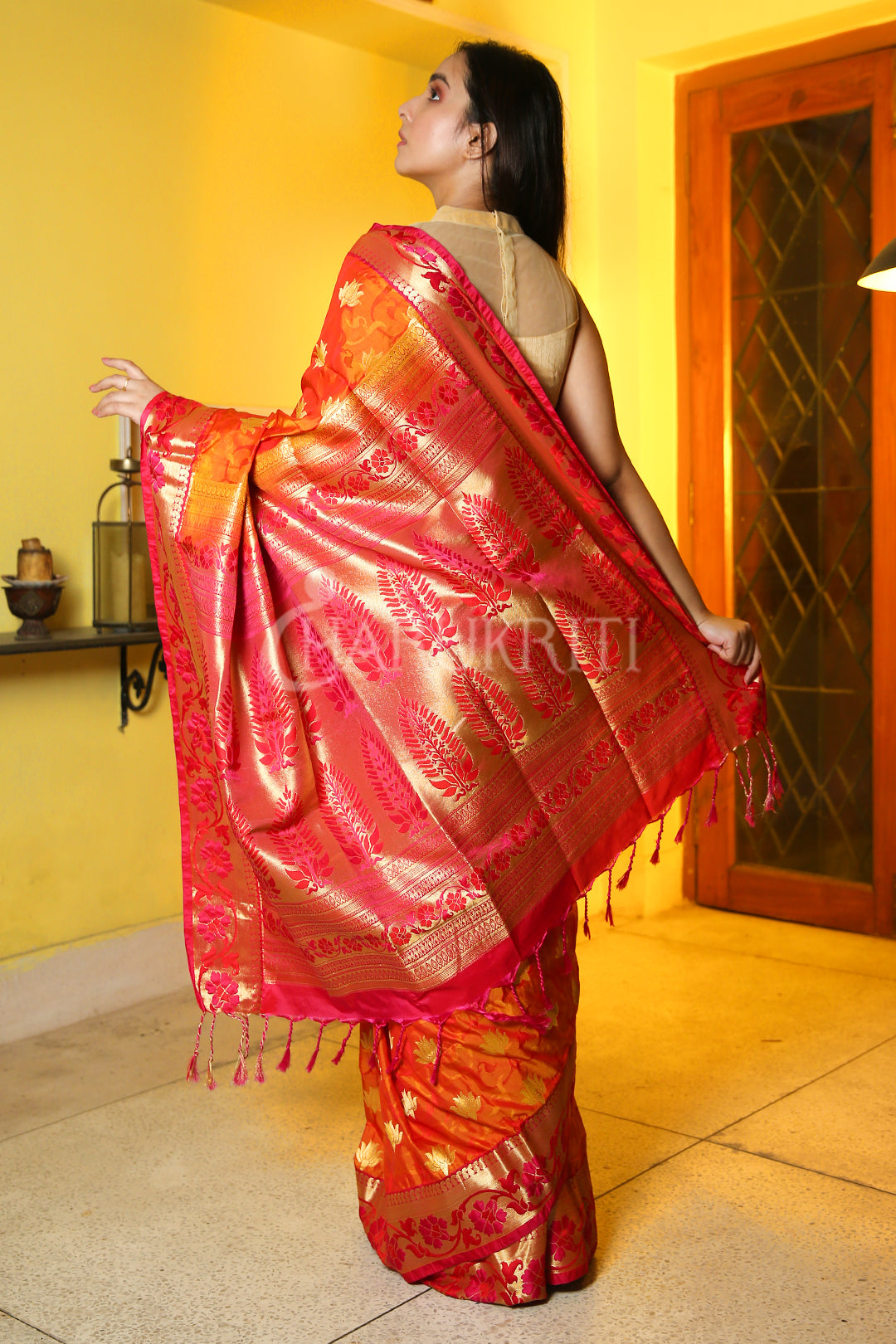 Fiery Orange Dual Tone Woven Patola Saree With Golden Pallu - Charukriti.co.in