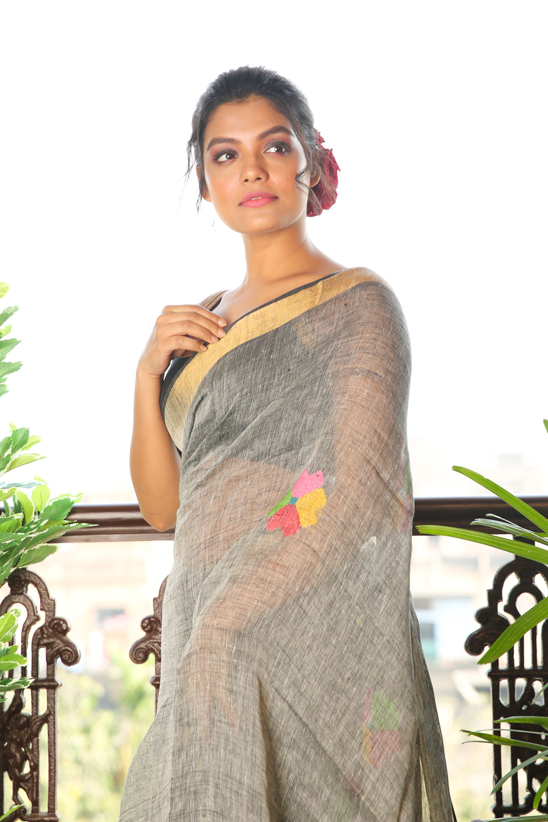 Grey Pure Linen Saree With Zari Border And Floral Weaved Pallu