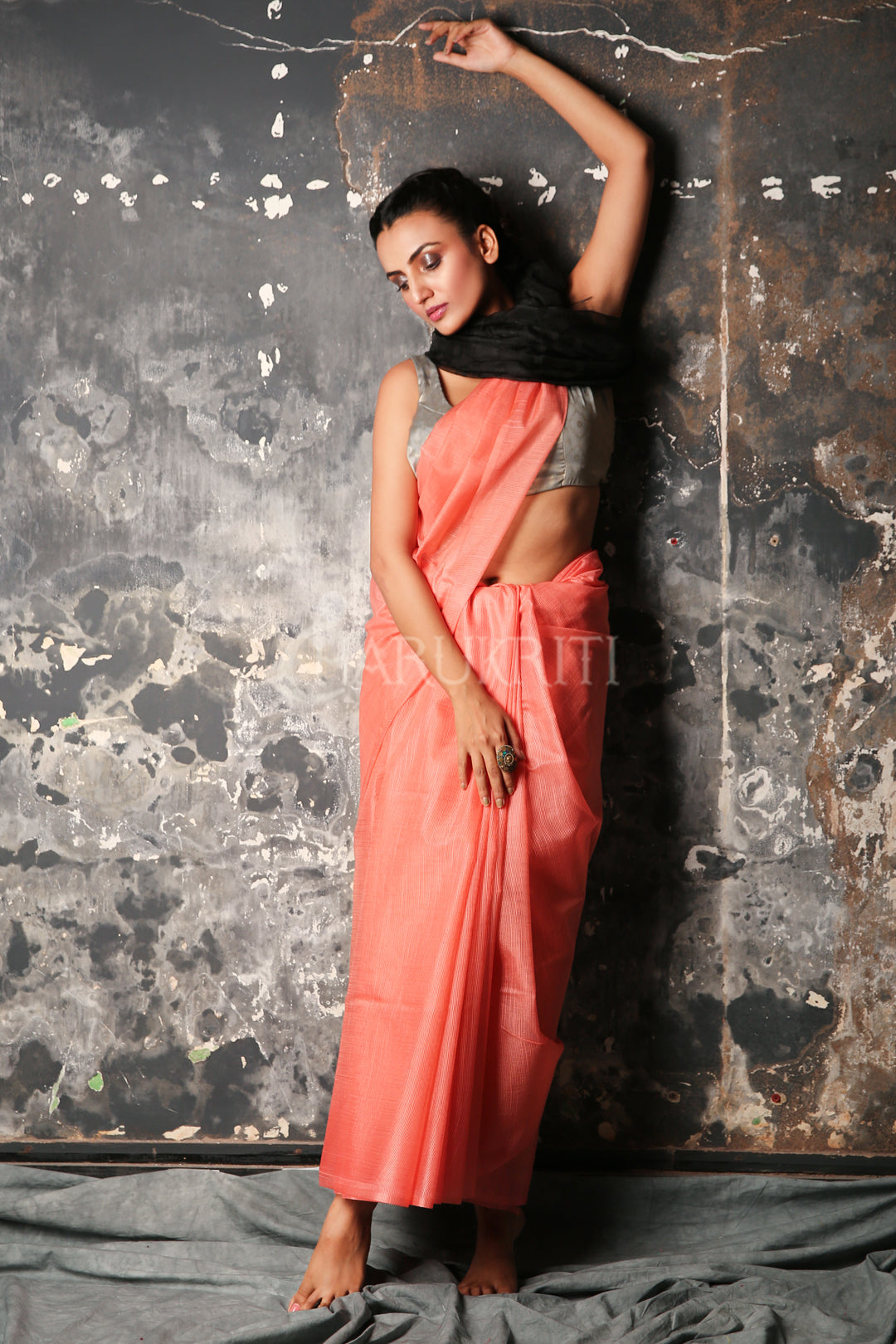 PEACH BLENDED MUSLIN SAREE WITH BLACK PALLU
