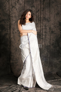 WHITE MATKA SILK SAREE WITH BLUE CHECKERED DESIGN - Charukriti