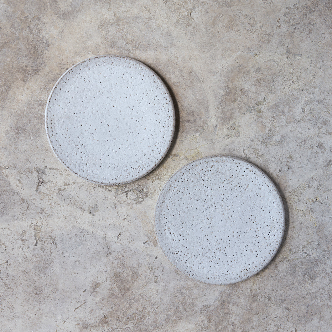 flat plates in rough white // set of two
