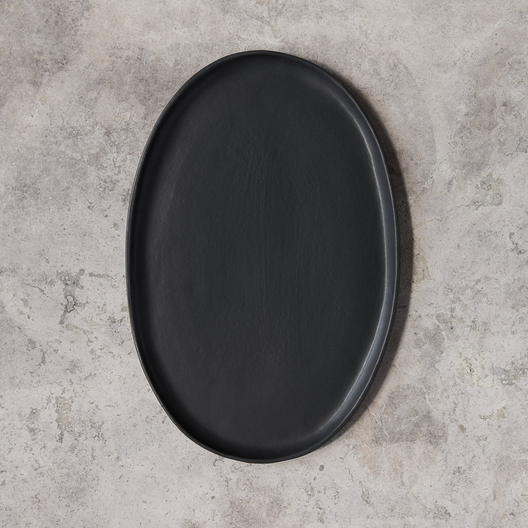 oval platter in black matte