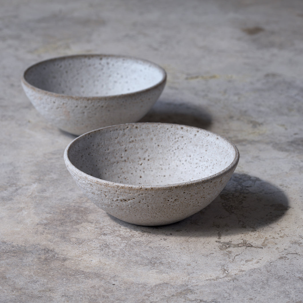 soup bowls in rough white // set of two