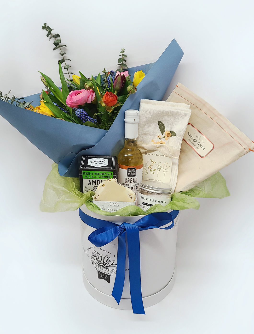 Culinary Gift Box with Fresh Flowers