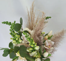 Load image into Gallery viewer, Mixed Fresh & Dried Floral Bouquet