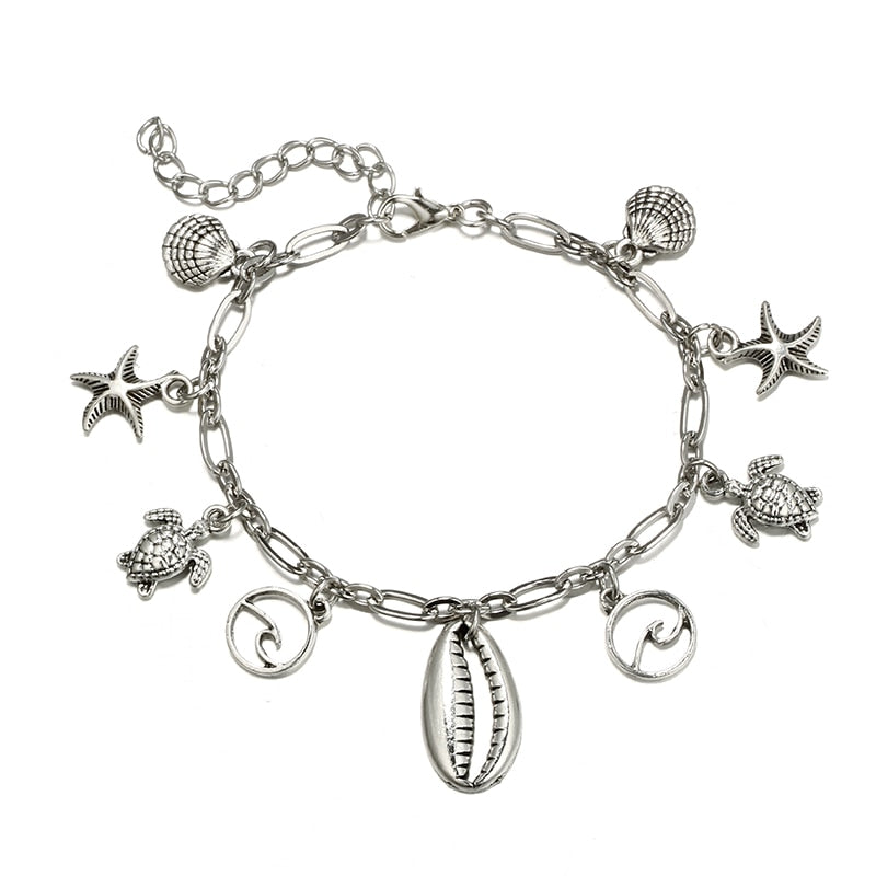Our Oceanside Anklet is a trendy chain ornated with silver charms inspired by the ocean: shells, starfish, turtles and waves!