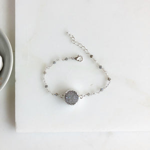 Grey Druzy Bracelet with Labradorite Beads in Silver. Bracelet. Boho Jewelry. Raw Stone Bracelet.
