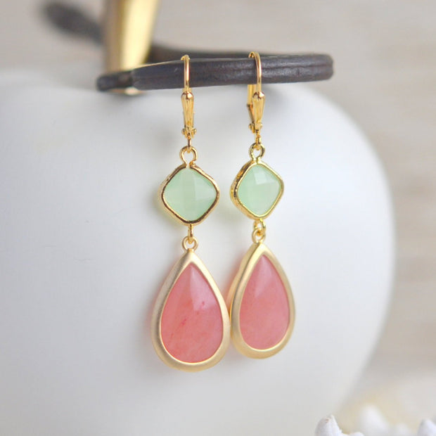 Bridesmaids Earrings in Coral Pink and Mint. Dangle Drop Earrings. Bridesmaid Earrings. Drop Earrings. Gift Wedding Jewelry