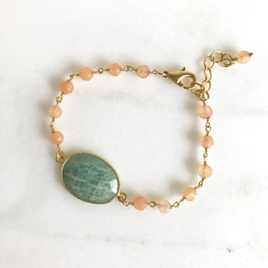 Aqua Bracelet with Peach Stones in Gold. Beaded Bracelet. Gemstone Bracelet. Beaded Bracelet. Gift. Peach Aqua Bracelet.