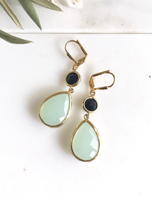 SALE - Pale Mint Teardrop and Black Dangle Bridesmaid Earrings in Gold. Glass Drop Earrings. Mint Dangle Earrings. Jewelry. Gift for Her.