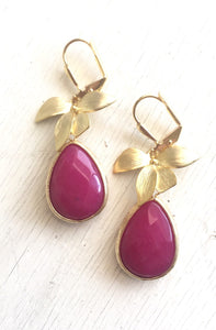 Fuchsia Pink Teardrop Earrings with Gold Orchid. Pink Dangle Earrings. Bridesmaids Earrings. Jewelry Gift for Her. Drop Earrings.