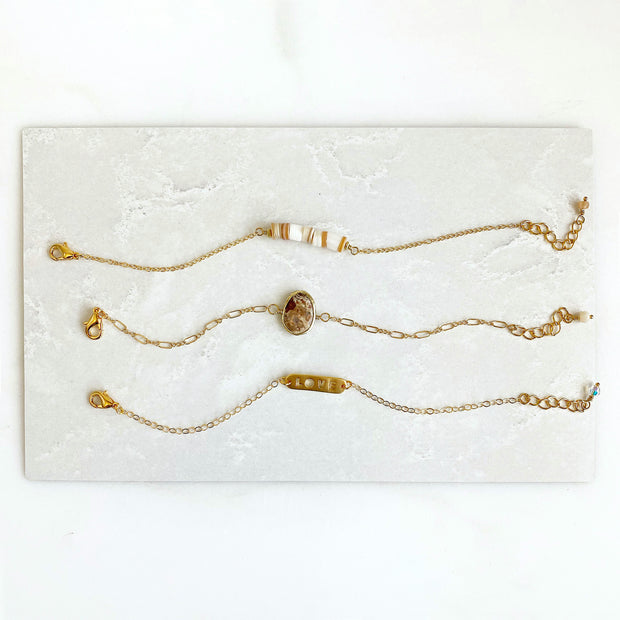 Shell Bracelet in Gold. Simple Chain Bracelet with White Orange Shell